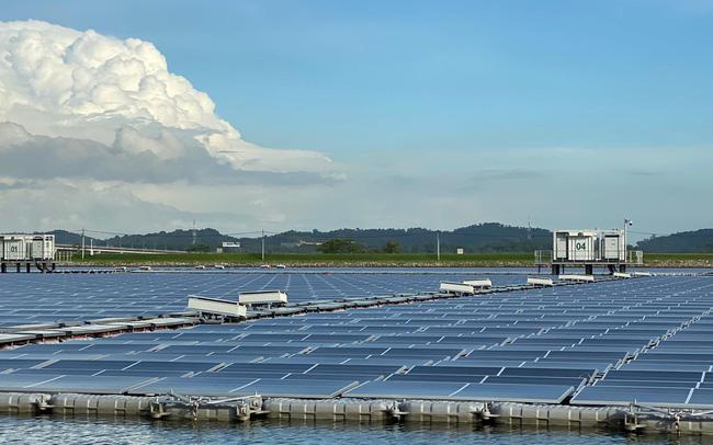 Hệ thống điện mặt trời nổi